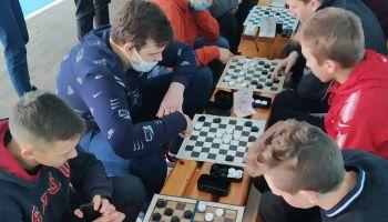 Завершились соревнования по шашкам